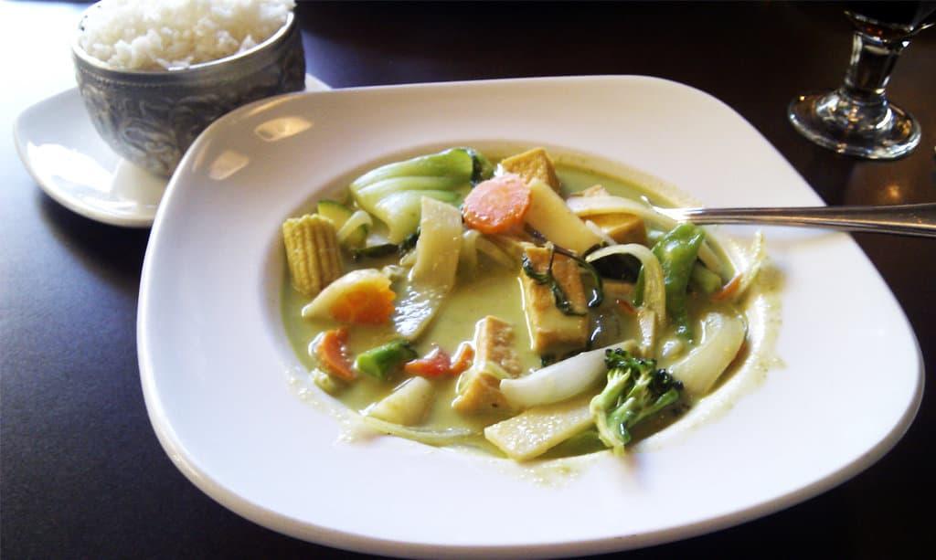 vegetarian thai green curry (gaeng kiaw wan)
